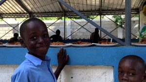 Escola de Dusmond no Haiti recebe o Natal Missionário de Fé