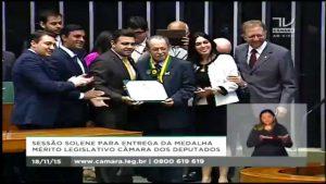 Pr. Cesino Bernardino recebe Medalha do Mérito Legislativo