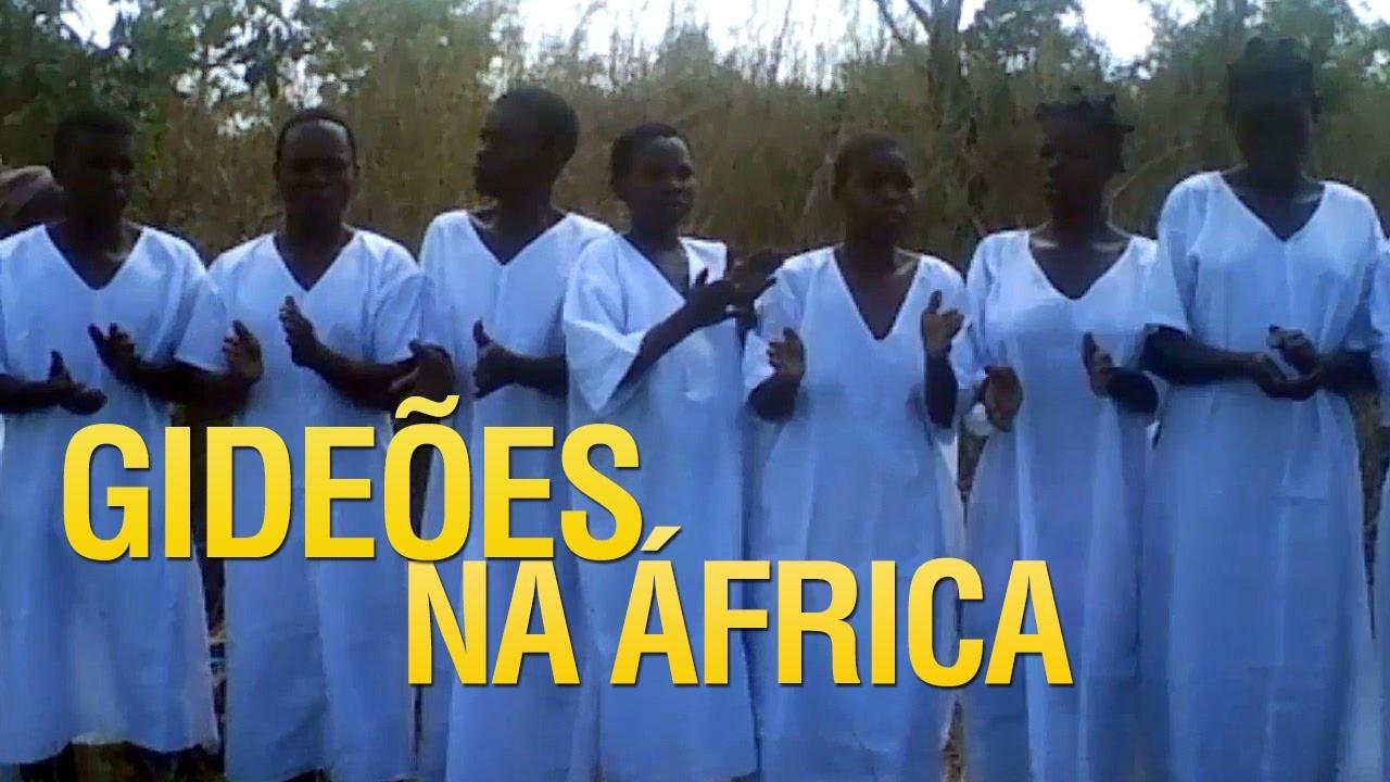 Batismo em águas realizado em Moçambique África