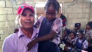 As crianças do Haiti aguardam a sua ajuda