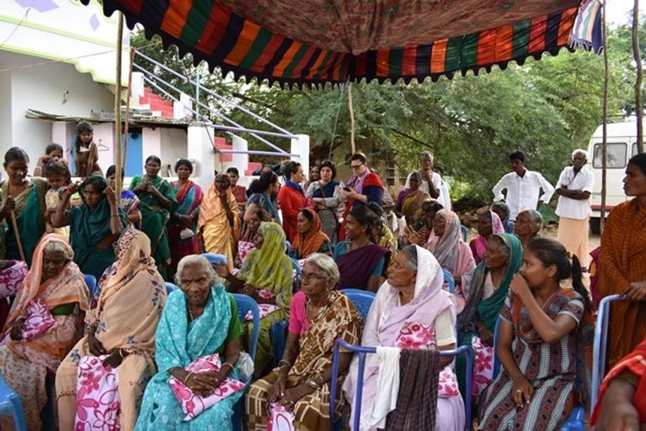 Visita a um grupo de viúvas no sul da Índia
