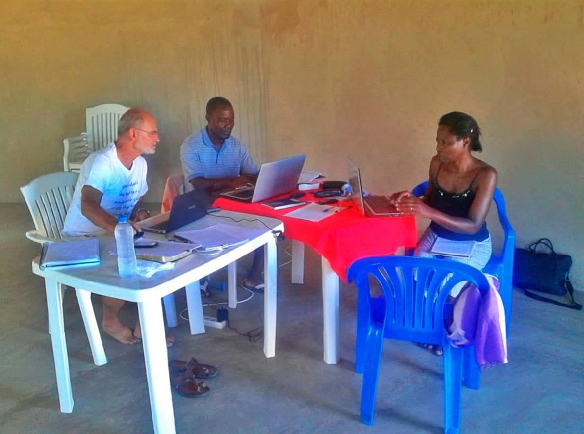 Trabalho de tradução da bíblia na Angola