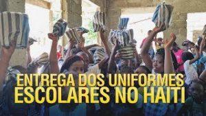 Gideões entrega dos uniformes escolares no Haiti