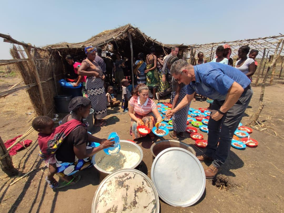 Projeto Arroz com Feijão para crianças em Nhamatanda na África
