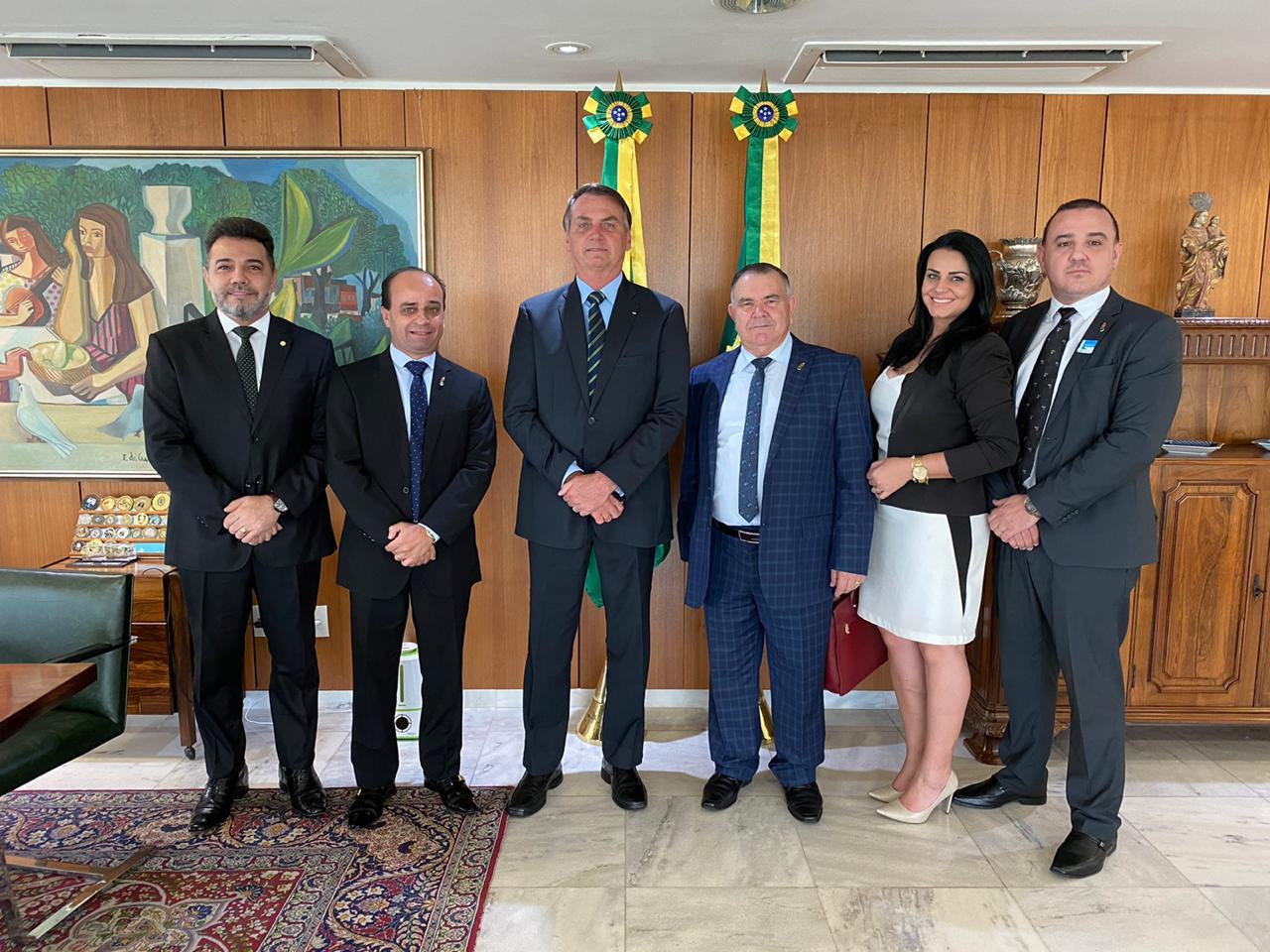Equipe dos Gideões é recebida pelo Presidente Jair Bolsonaro