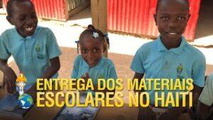 Entrega dos materiais escolares pelos Gideões no Haiti